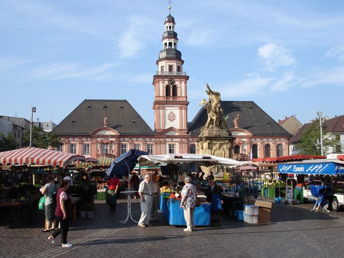 Altes Rathaus mit Marktplatz Mannheim